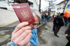 De luni, SE PRELUNGEŞTE programul serviciilor de PAŞAPOARTE. În iulie şi august, românii din străinătate vin în vacanţă şi îşi reînnoiesc documentele