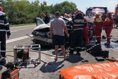 Un MORT şi doi răniţi GRAV, după ce o motocicletă şi o maşină s-au CIOCNIT VIOLENT, apoi au luat foc