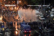 Mitingul Diasporei din Piaţa Victoriei, final cu gaze lacrimogene şi tunuri de apă