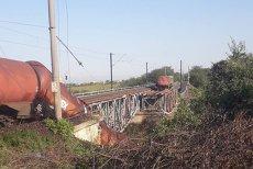 Un tren cu biodiesel A DERAIAT pe un viaduct care S-A RUPT. Pericol de POLUARE a râului Jiu