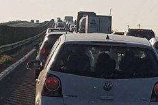 Circulaţia rutieră pe Autostrada Soarelui, spre LITORAL, foarte intensă