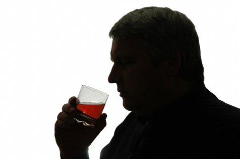 Românii, LIDERI detaşaţi la consumul moderat de ALCOOL. Câte băuturi consumă un român pe zi