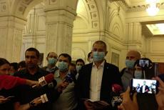PROTEST în Parlament. Deputaţii USR, cu MĂŞTI pe faţă, în semn de nemulţumire faţă de GAZAREA protestatarilor