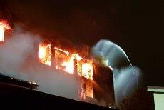 Blocul care a luat foc în Sectorul 5 NU AVEA AUTORIZAŢIE de construcţie. Locatarii au semnat PROMISIUNI bilaterale de vânzare/cumpărare
