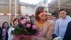 Carmen Iohannis preia o clasă de BOBOCI: E o zi foarte bucuroasă, mă întâlnesc şi cu foştii elevi