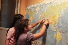 Fără note, examene sau teme. Patru surori din Cluj învaţă acasă în sistem HOMESCHOOLING