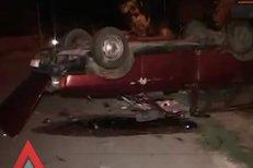 Cinci RĂNIŢI după ce maşina în care se aflau A INTRAT într-un gard de beton
