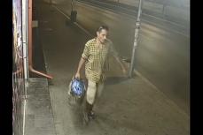 Un bărbat bănuit de AGRESIUNE SEXUALĂ la metrou, a fost prins de poliţişti, când părea să fie de negăsit