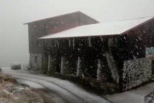 PRIMA NINSOARE în Munţii Făgăraş. Temperaturile au scăzut BRUSC sub zero grade Celsius