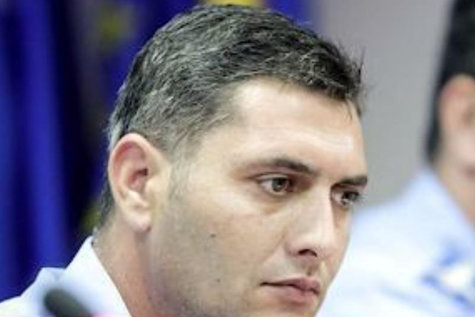 SINDILE şi CUCOŞ, audiaţi la Parchetul General în dosarul mitingului diasporei din 10 august. Şefii Jandarmeriei au fost huiduiţi de protestatari. Cum îi apără avocata