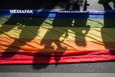 Preot din Brăila, AVERTIZAT de poliţişti după ce a afişat un banner pro referendum pe gardul bisericii