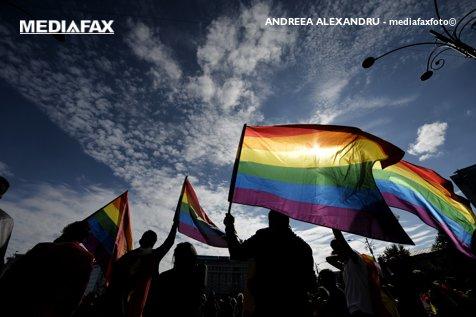 Iubirea NU SE VOTEAZĂ. Protest faţă de referendumul pentru modificarea Constituţiei: BOICOT!