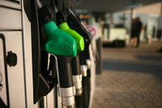 Anunţul care i-ar putea BULVERSA pe şoferi. TOATE benzinăriile trebuie să adopte noile etichete. Măsura va fi aplicată la nivelul UE