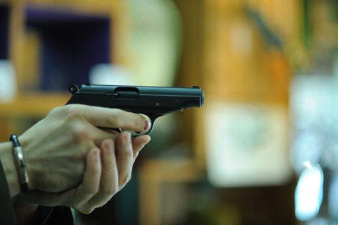 REGLARE DE CONTURI cu o armă letală. Un interlop din Arad a fost împuşcat în plină stradă. Doi suspecţi au fost identificaţi