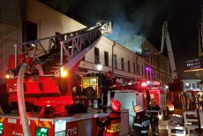 Incendiu în CENTRUL VECHI al Capitalei: Mai multe persoane au fost EVACUATE. Cluburile şi restaurantele, VERIFICATE de Poliţia Locală