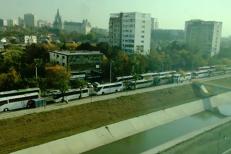 Imaginile zilei. 153 de autocare cu PELERINI din Voluntari PARALIZEAZĂ traficul în Iaşi