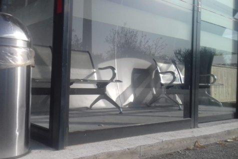Staţii ca în DUBAI, autobuze ca în ETIOPIA. 100.000 de euro pentru cabine din sticlă, cu aer condiţionat şi monitoare