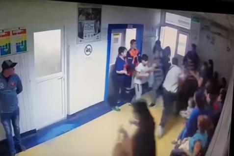 BĂTAIE şi SPRAY LACRIMOGEN pe holurile unui spital, după o altercaţie între doi copii de 13 ani