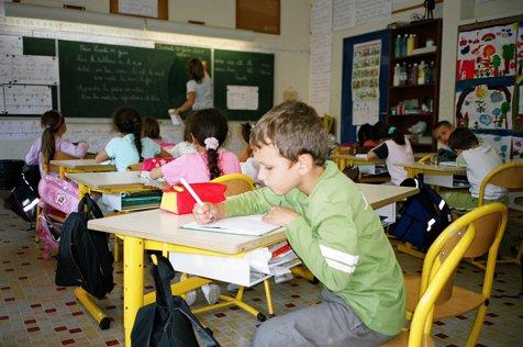 Ora de UMILINŢE. Profesoară din Capitală, acuzată că are un limbaj neadecvat cu elevii: Le spune că sunt SCLAVII ei şi că  sunt vinovaţi de MOARTEA mamei sale