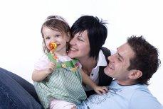 Peste jumătate dintre românii ce aparţin unei familii TRADIŢIONALE şi-ar dori să facă parte dintr-o familie MODERNĂ