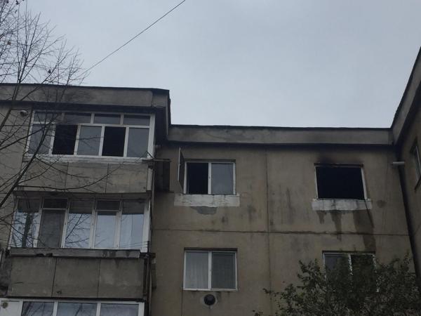 Un bărbat din Gorj a murit după ce s-a aruncat de la etaj ca să scape din incendiul izbucnit în bloc