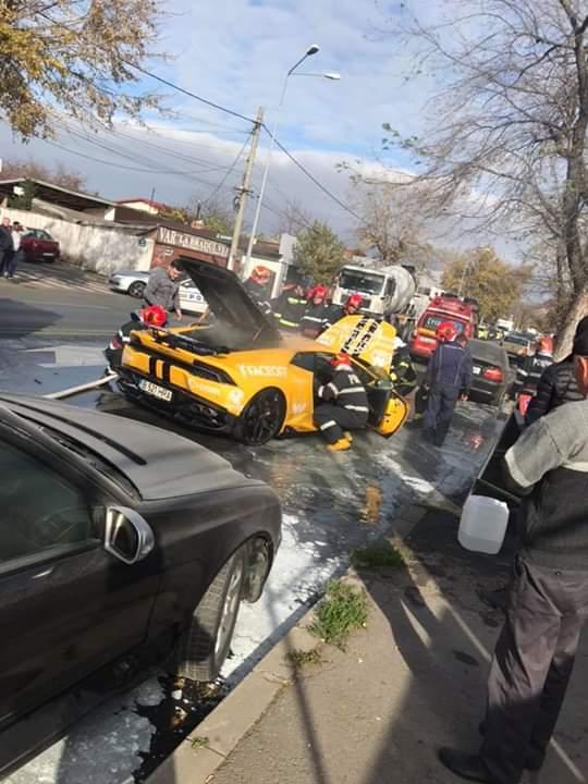 Un Lamborghini a fost cuprins de flăcări în Capitală