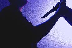 CRIMĂ în Argeş. Un bărbat a fost ÎNJUNGHIAT mortal de un altul, după ce I-A JIGNIT soţia