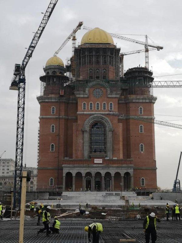 Traficul va fi restricţionat în weekend, din cauza sfinţirii Catedralei Mântuirii Neamului