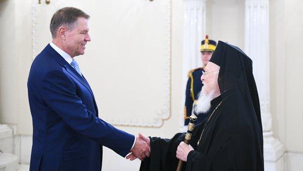 Preşedintele îi îintâmpină pe patriarhi foto.presidency.ro