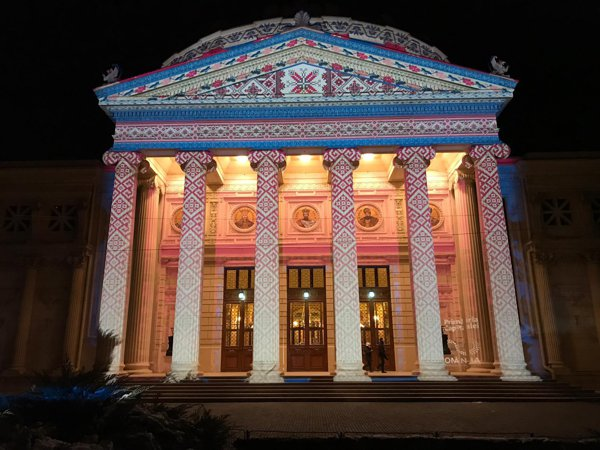 S-a dat STARTUL la PROIECŢIILE artiştilor străini pe patru clădiri din Capitală