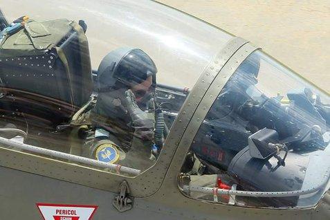 Voi SURVOLA pentru prima oară ARCUL DE TRIUMF. Oana ARDELEANU, prima femeie-pilot instructor pe un avion cu reacţie din Forţele Aeriene Române