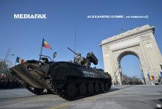 LA MULŢI ANI, ROMÂNIA! Parada militară de Ziua Naţională pe sub Arcul de Triumf din Bucureşti