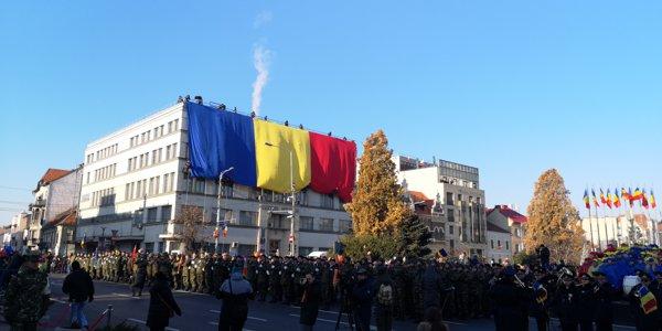 Incidente la defilări, mai multe persoane au întors spatele jandarmilor