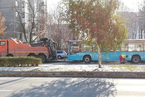 SAR SIGURANŢELE la autobuzele turceşti abia cumpărate de Primăria Capitalei: E DE LA FRIG