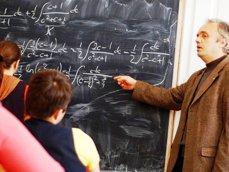 Fără program de studiu în TREI schimburi! Peste 13.000 de elevi studiază astfel în Capitală