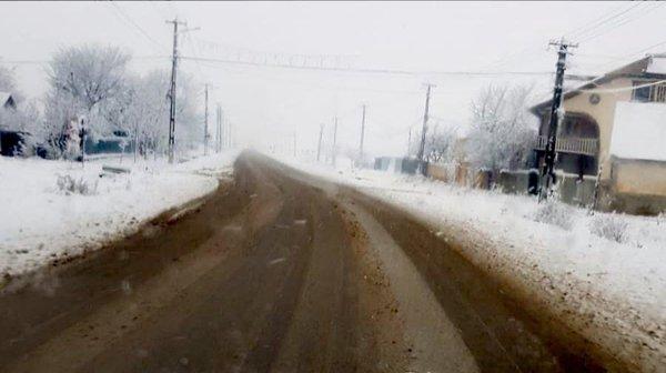 Un drum judeţean a fost închis din cauza vremii