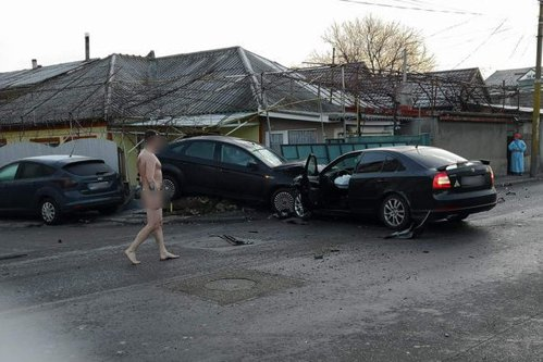 Un constănţean a coborât GOL PUŞCĂ de la volan, după ce a făcut ACCIDENT
