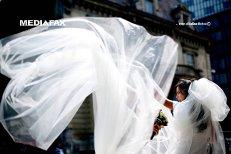 L-a înşelat cu 780.000 de euro pe italianul AMOREZAT în vârstă de 73 de ani, apoi s-a măritat cu un ROMÂN. Tânără din Gorj cercetată judiciar