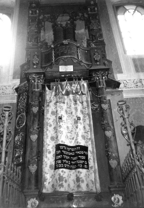 Anchetă după ce Chivotul Sfânt de la Sinagoga din Siret a fost furat şi scos la licitaţie