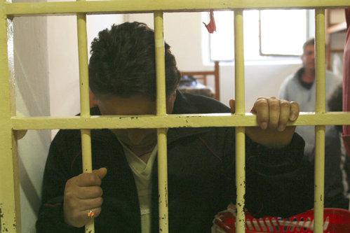 """""""O să plăteşti scump, frumoasă cu chip de zână"""". Scrisorile unui deţinut ÎNDRĂGOSTIT de psihologul închisorii: Am să-ţi omor familia"""