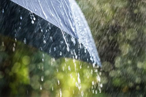 METEO. Weekend cu temperaturi în creştere / Regiunile în care sunt prognozate ploi şi descărcări electrice