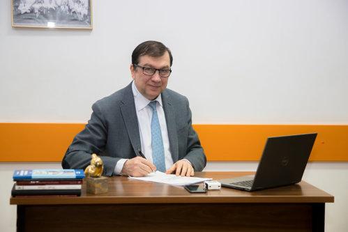 """Prof. Univ. Dr. Viorel Jinga, candidat la funcţia de rector al UMF """"Carol Davila"""": Vreau să încurajez comunicarea între toate rotiţele universităţii, nu un """"one man show"""""""