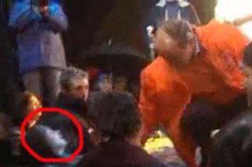 Filmul care îl prezintă pe Traian Băsescu lovind un copil. Explicaţie 1-