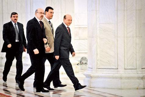 Negocierea cu Băsescu: cum şi-au vândut maghiarii rămânerea în coaliţia cu PDL