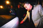Rolls Royce-ul lui Gigi Becali a fost atacat cu pietre. Patronul echipei Steaua a depus plângere, cinci persoane au fost reţinute