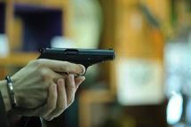 Şofer cercetat după ce a ameninţat un motociclist cu un pistol cu gaze în trafic