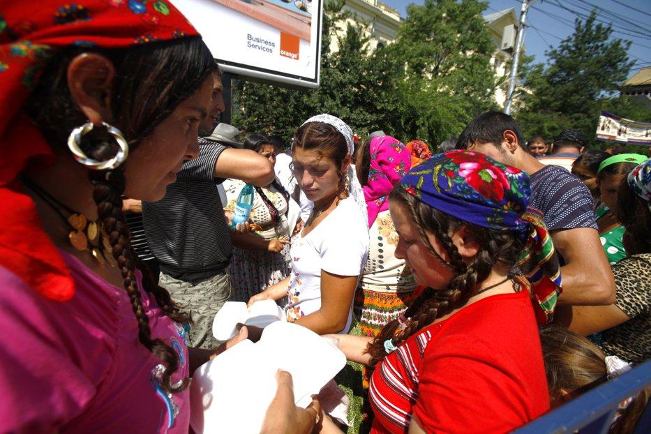 RECENSĂMÂNT 2011. Două treimi dintre romi se declară români. 700.000, 2.000.000, 3.000.000 ... câţi romi trăiesc în România?