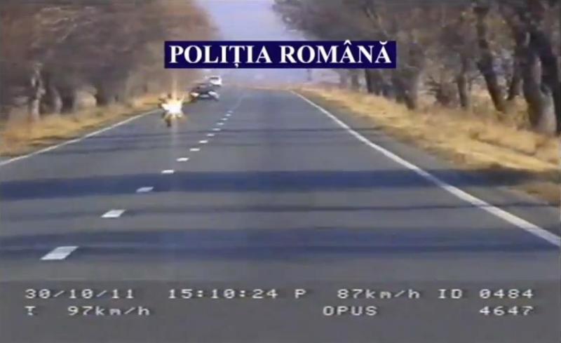 VIDEO Ce amendă a primit un motociclist care gonea cu 251 km