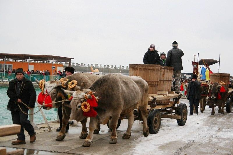 Cum sărbătoresc românii Boboteaza. De la religie la tradiţiile populare precum busuiocul de sub pernă, Ardeasca şi Iordănitul
