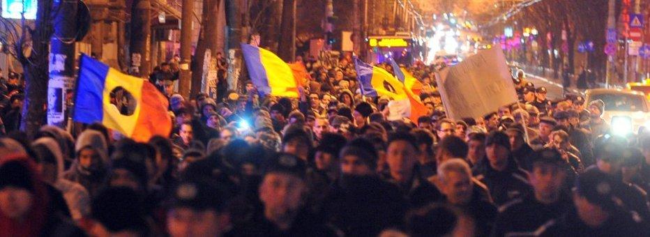 VIDEO. Proteste antiBăsescu în Bucureşti. Jandarmii i-au împrăştiat pe manifestanţii din Piaţa Universităţii. Zeci de persoane au fost reţinute UPDATE